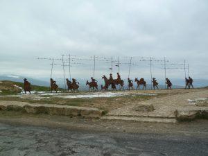 Pilgerzugskulptur auf dem Alto del Perdon